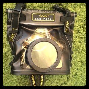 📷 DiCAPac waterproof camera pack!